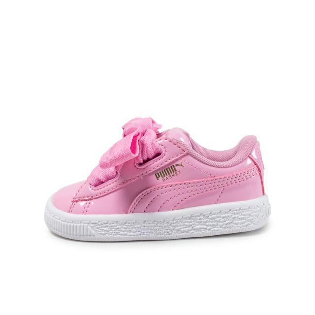 9d26402e550f7 Chaussures Baskets Puma bébé Basket Heart Stars Inf taille Noir ... basket  puma bebe