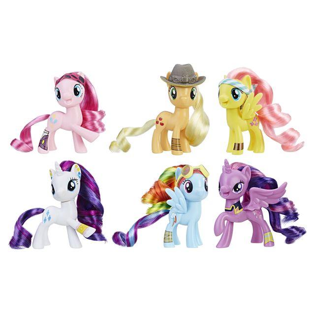My Little Pony Pack de 6 poneys pirates - C3192 Les 6 poneys magiques sont prêts à l'aventure pour venir secourir Equestria... Inspiré par My Little Pony: The Movie, cette collection de Poneys Pirate comprend 6 figurines.