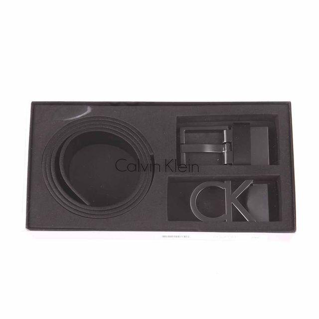Calvin Klein - Coffret cadeau Calvin Klein   Ceinture en cuir noir à boucle  logotypée argentée f6d68c40cfe