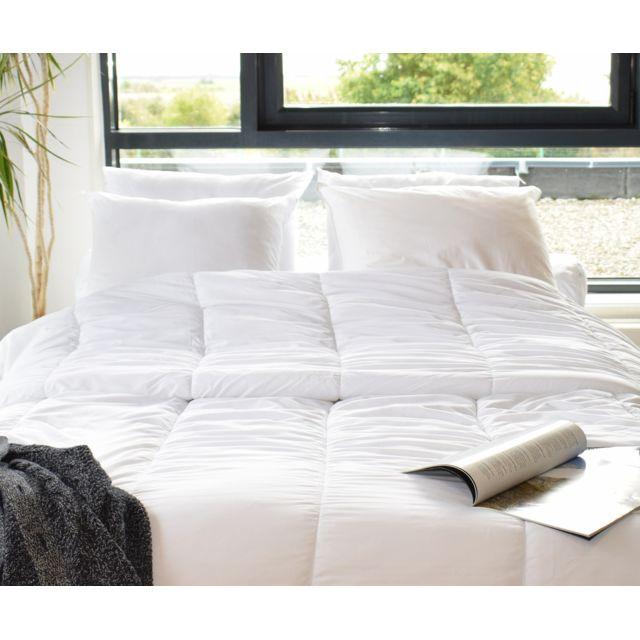 bleu calin couette chaude hiver 140cm x 200cm pas cher achat vente couettes rueducommerce. Black Bedroom Furniture Sets. Home Design Ideas