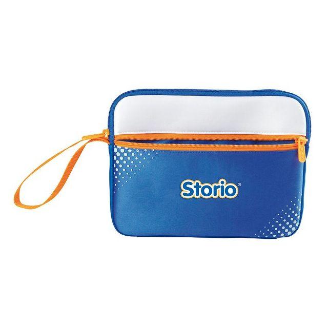 Vtech Sacoche pour console et jeux Storio - Bleu Sacoche pour console et jeux Storio - Bleu Une sacoche souple et résistante pour transporter et protéger la tablette Storio ou Storio 2.Possibilité de stocker jusqu'à 6 jeux.Dimension : 26 x 20 cm.Note : ex
