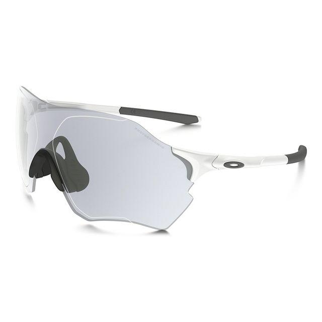 Oakley - Lunettes Evzero Range blanc mat à verres Clear To Black Iridium  photochromiques 3caed0892465