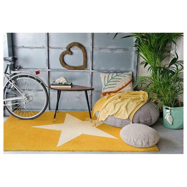 lorena canals tapis etoile jaune moutarde en laine pour. Black Bedroom Furniture Sets. Home Design Ideas