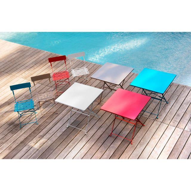 Table carrée Crepuscule à bouts ronds. Dim L.70 x l.70 x H.71cm. Structure en acier. Coloris bleu lagon