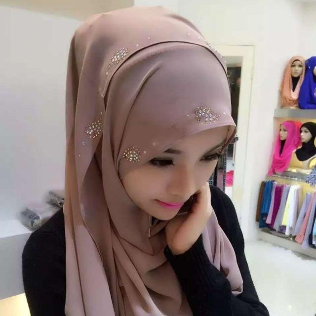 Wewoo - Strass en Mousseline de Soie Perle Caché Boucle Foulard Femme  Nationalité Style Foulard Hijab Foulard Musulman Marron - pas cher Achat    Vente ... 0490e37f8cc