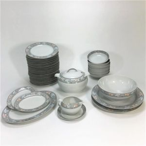 g n rique service de table vaisselle en porcelaine de bavi re pour 12 personnes 44 pi ces. Black Bedroom Furniture Sets. Home Design Ideas