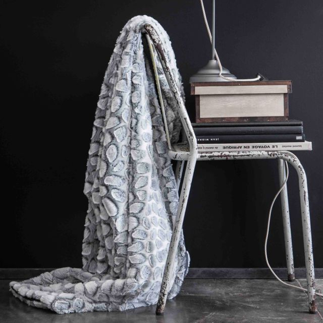 e6da830c67ba Today - Plaid fausse fourrure polyester imitation léopard relief blanc  125x150cm Stone