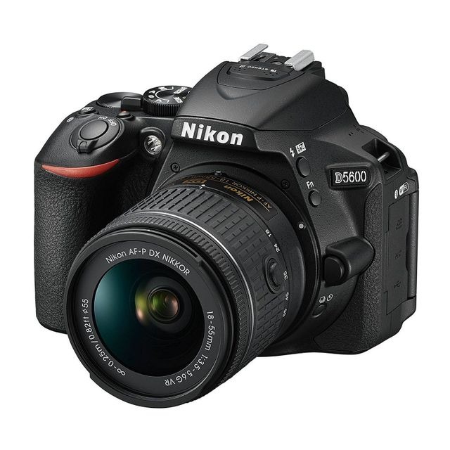 NIKON Appareil Photo Reflex - D5600 + objectifs 18-55 et 70-300