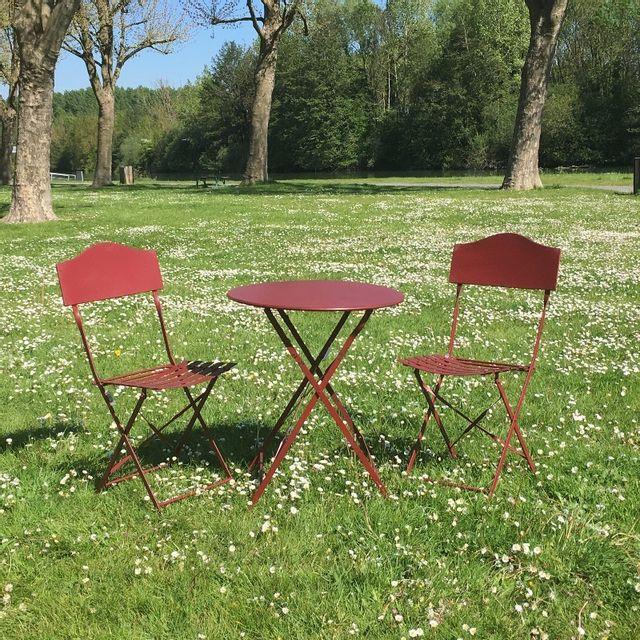 chemin de campagne table 2 chaises de jardin en fer pliable salon de jardin bistrot bordeau. Black Bedroom Furniture Sets. Home Design Ideas