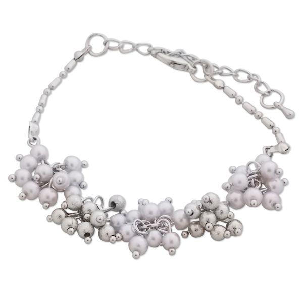 Totalcadeau - Bracelet aux fleurs boules argentées et blanches bijou  fantaisie pas cher cf498641c1bd
