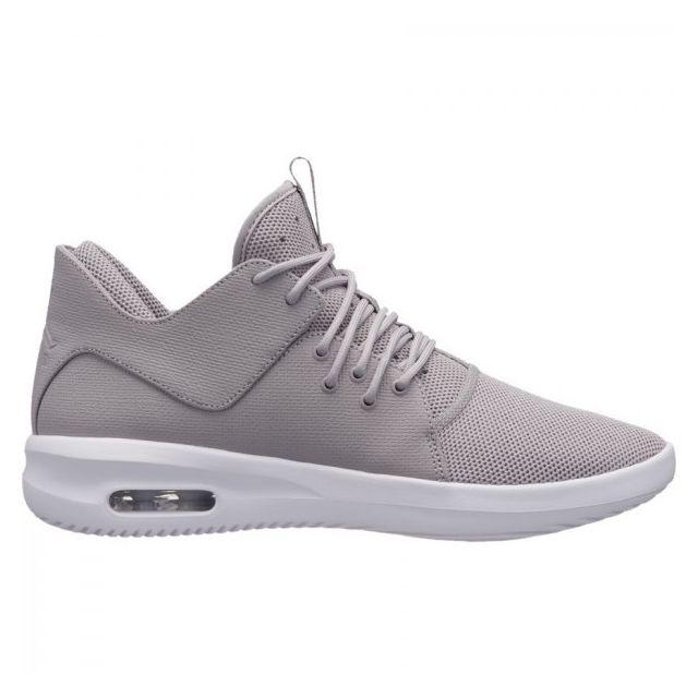 7694c6f2c59b13 Jordan - Chaussure de Basketball First Class pour Hommes Grise Pointure -  42 - pas cher Achat   Vente Baskets homme - RueDuCommerce