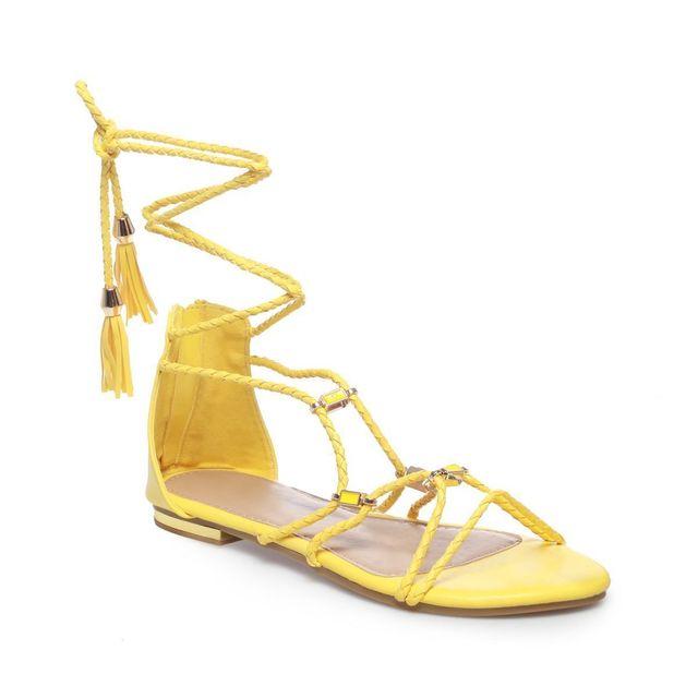 cfbd69a0c0c809 Lamodeuse - Sandales jaunes avec lacets tressés. Description; Fiche  technique. Sandales plates femme ...