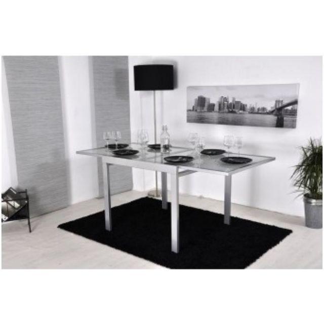 Declikdeco Cette table repas moderne et élégante est idéal pour les petits espaces et grandes tablées. Cette table couleur argent s