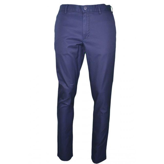 86835ca8b869 Lacoste - Pantalon chino bleu marine pour homme - pas cher Achat   Vente Pantalon  homme - RueDuCommerce
