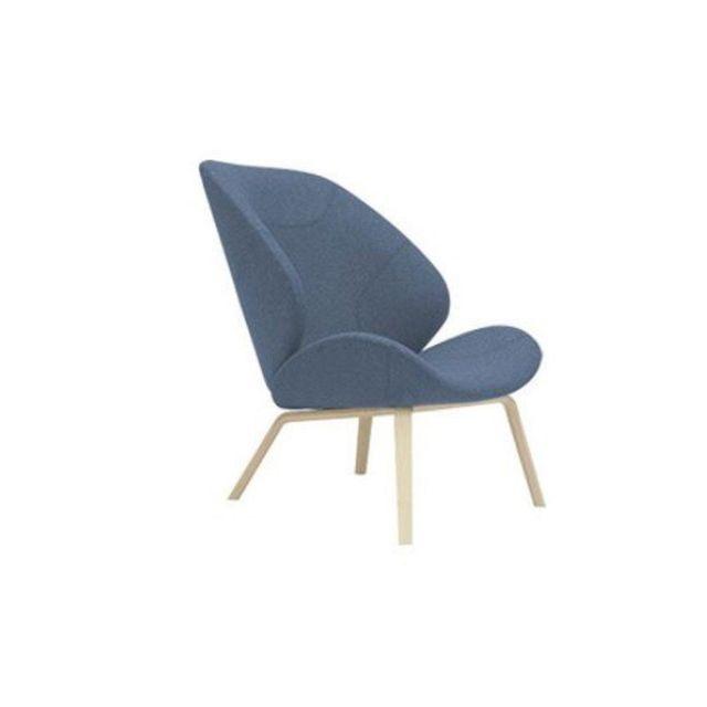 Inside 75 Fauteuil design Eden en tissu bleu avec piétement en frêne naturel Softline
