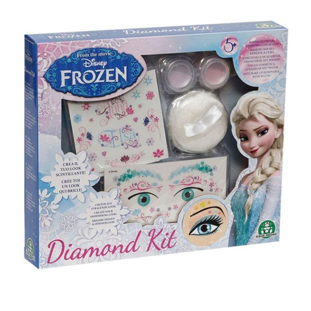 Giochi Preziosi Kit de maquillage : Diamond La Reine des Neiges Frozen Devenez aussi belle que vos héroïnes grâce au Diamond Kit La Reine des Neiges, vous allez brillez de mille feux comme Elsa ! Contenu du coffre :- 2 poudres scintillantes, - 1 houppette